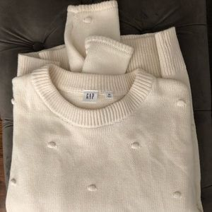 GAP sweater with dot thread detail